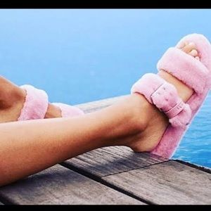 UGG WOMEN'S Fuzz Yeah Slippers